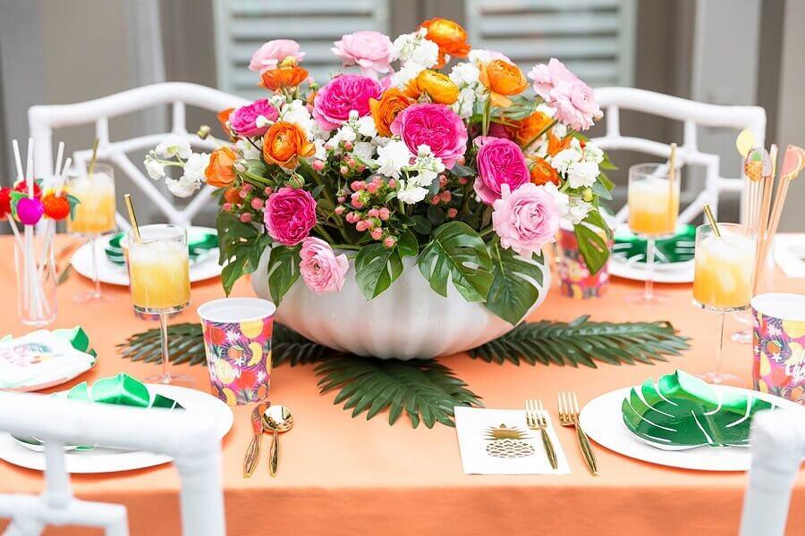 arranjo de flores para decoração de festa tropical Foto Roofing Brooklyn