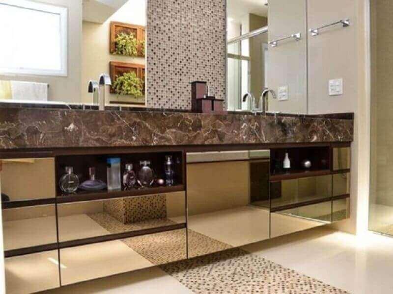 banheiro decorado com bancada espelhada com espelho bronze Foto Pinterest