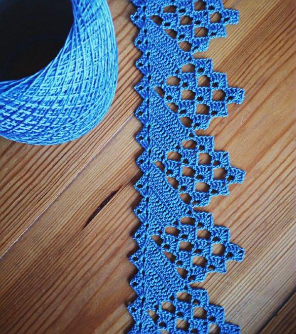 Bico de crochê azul