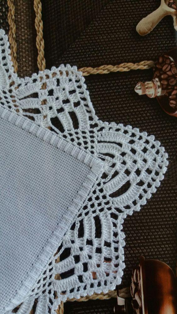 Bico de crochê branco
