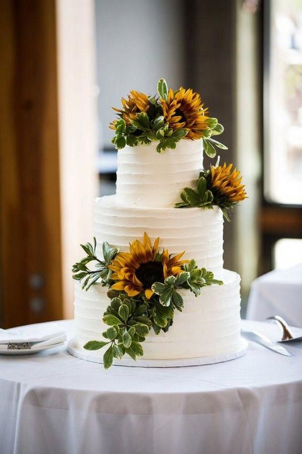Bolo de casamento decorado com girassol