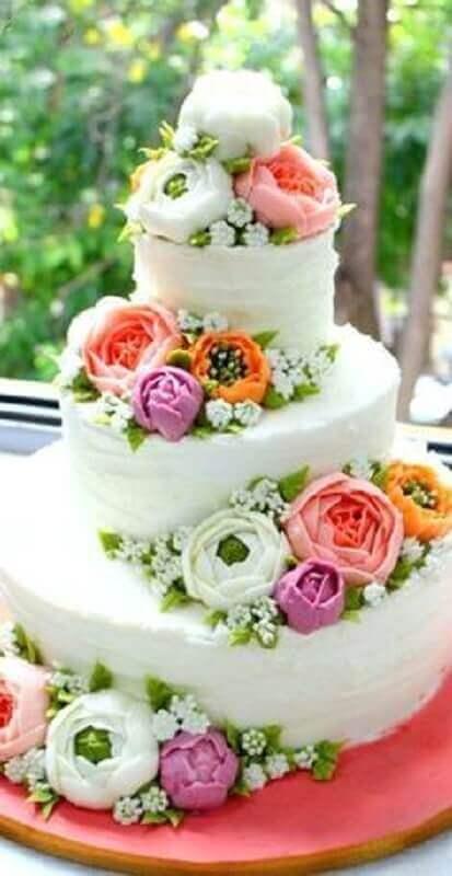 bolo de casamento decorado com flores para festa tropical Foto Pinterest
