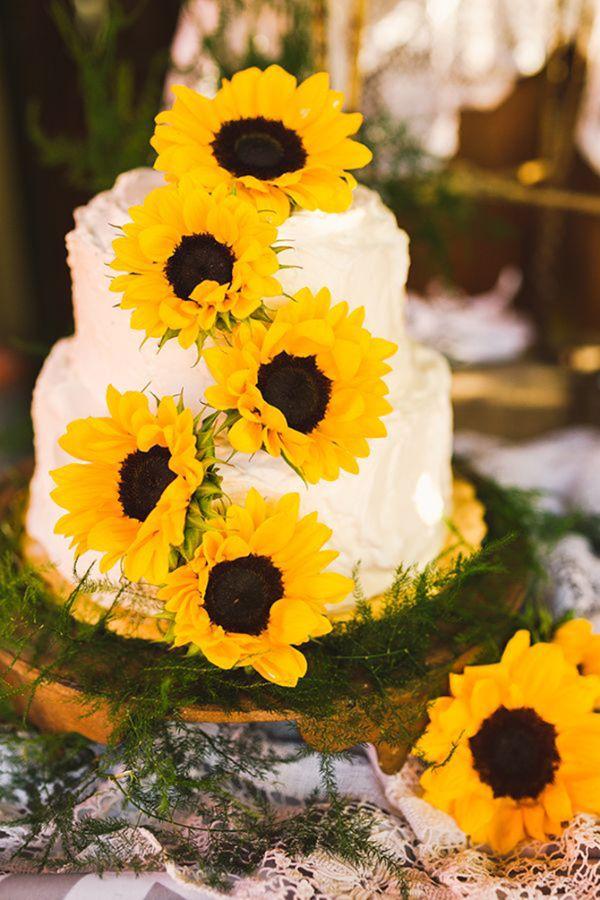 Bolo decorado com girassol