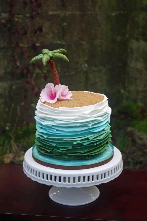 bolo tropical com decoração estilo praia Foto Pinterest