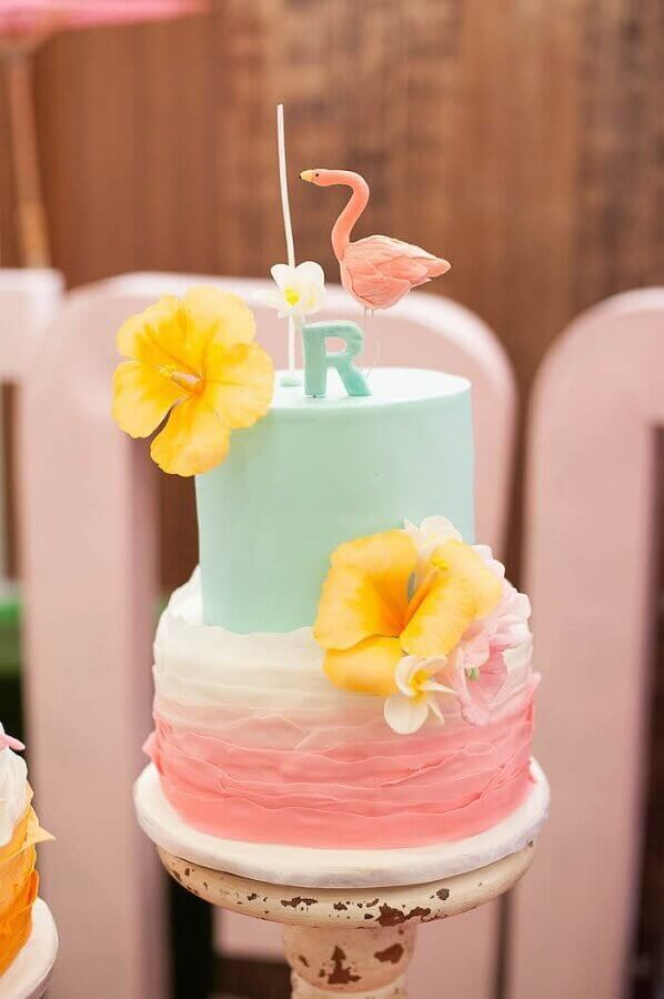 bolo tropical dois andares com flamingo no topo Foto Pinterest