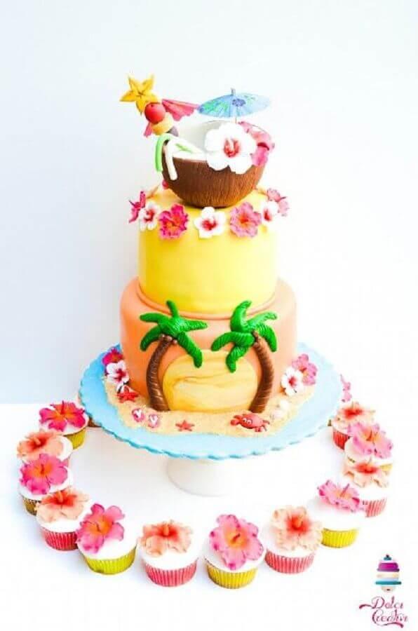 bolo tropical três andares com tema praia Foto Pinterest