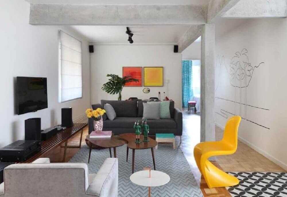 cadeiras de plástico modernas amarelas para decoração de sala Foto Gabriel Valdivieso