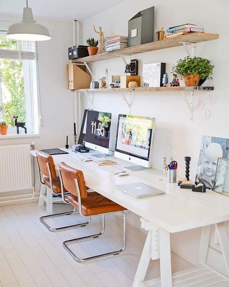 cadeiras modernas para escritório clean com assento de couro e pernas de metal Foto Home Bestiest