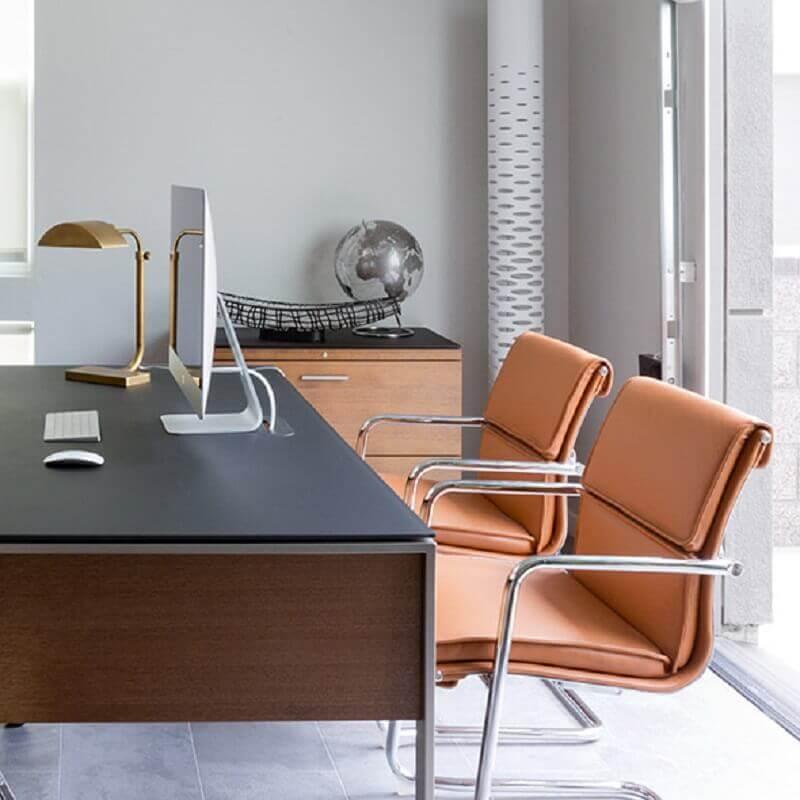 cadeiras modernas para escritório com assento de couro Foto Cantoni