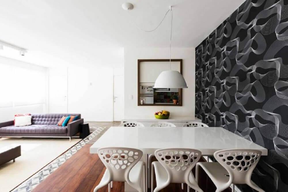 cadeiras para sala de jantar modernas com papel de parede preto Foto AM Studio