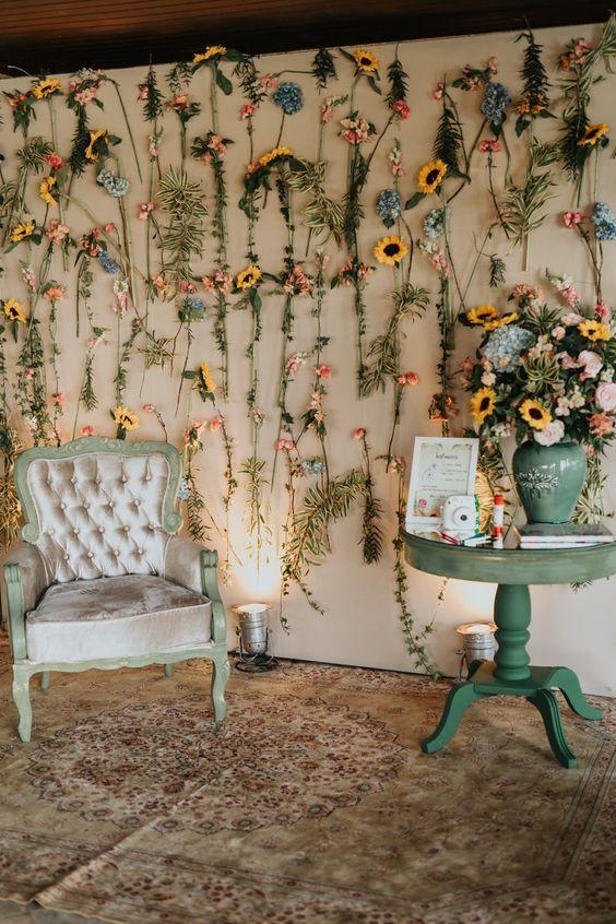 Casa decorada com girassol e flores