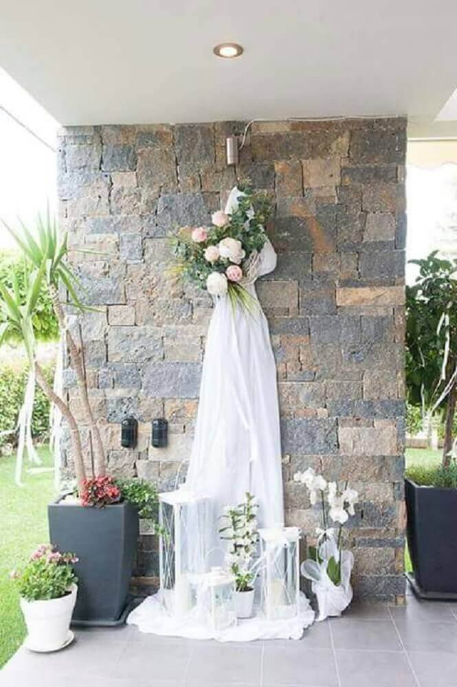 casamento simples em casa decorado com flores e véu branco Foto Pinterest