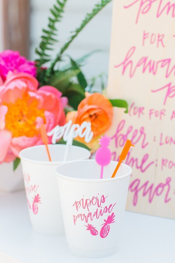 copos decorados para festa tropical Foto Meghann Miniello
