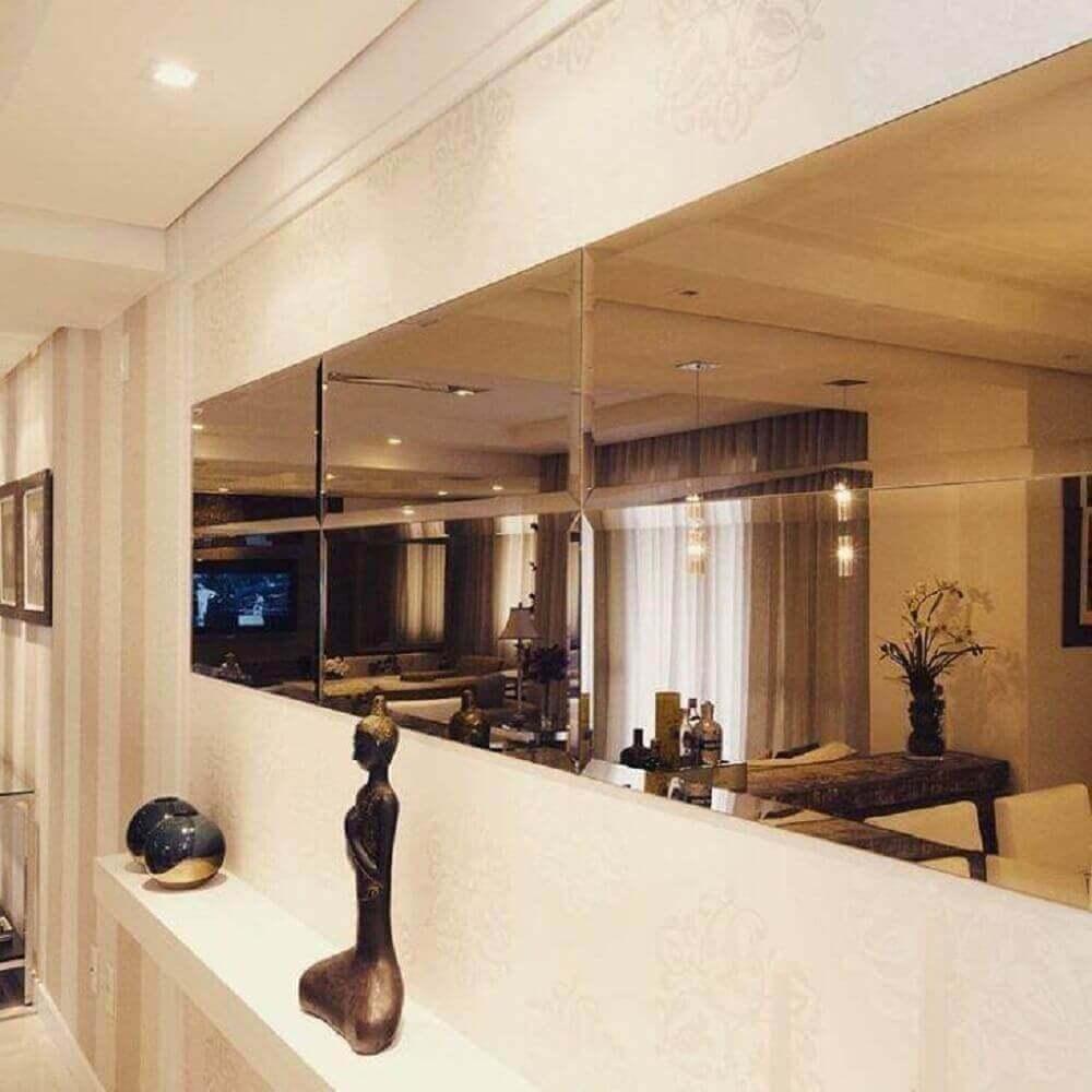 corredor decorado com espelho de bronze Foto Elaine Castanheira Arquiteta