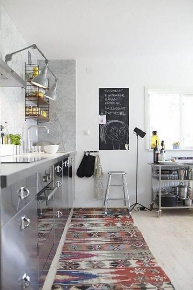 cozinha moderna decorada com passadeira estampada Foto Pinterest