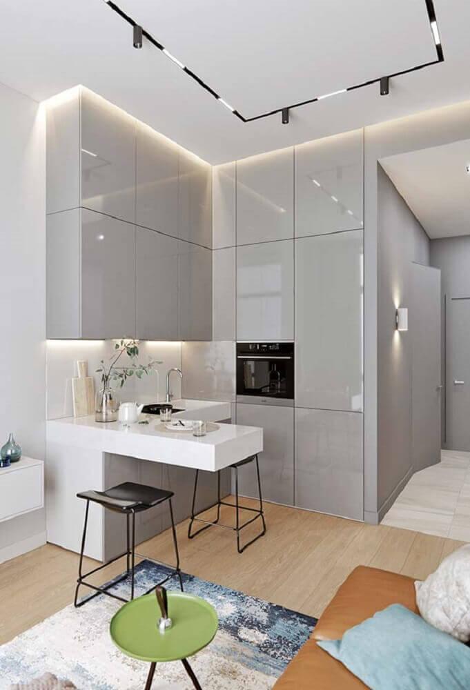 cozinha pequena decorada com móveis laqueados Foto Mauricio Gebara Arquitetura