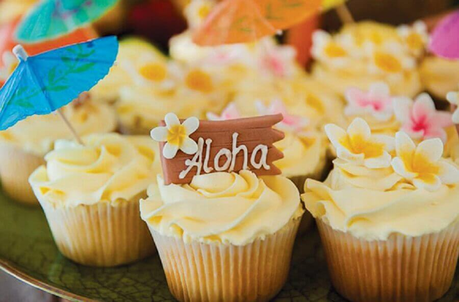cupcake para festa tropical Foto We Share Ideas