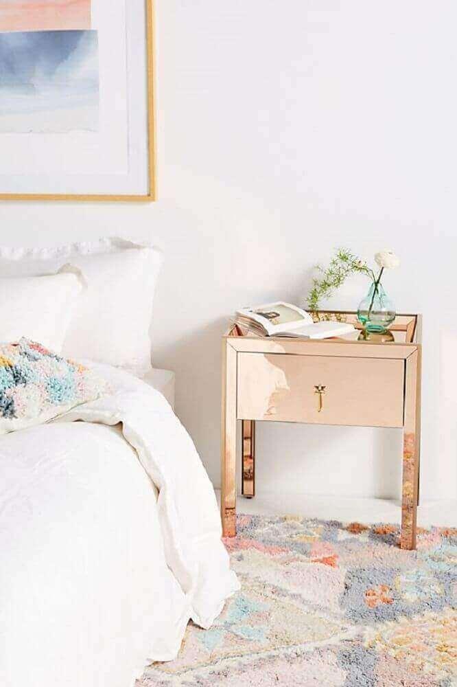 decoração clean com criado mudo espelhado rosé Foto Pinterest