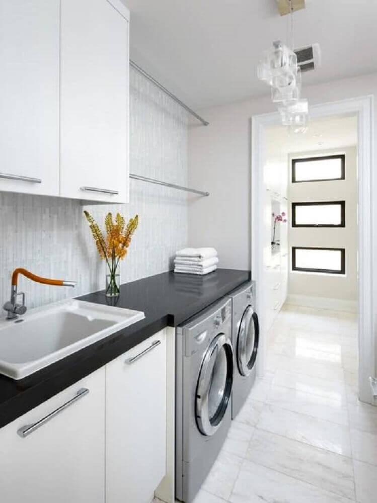 decoração clean para lavanderia planejada Foto Shanell Mergerson Design