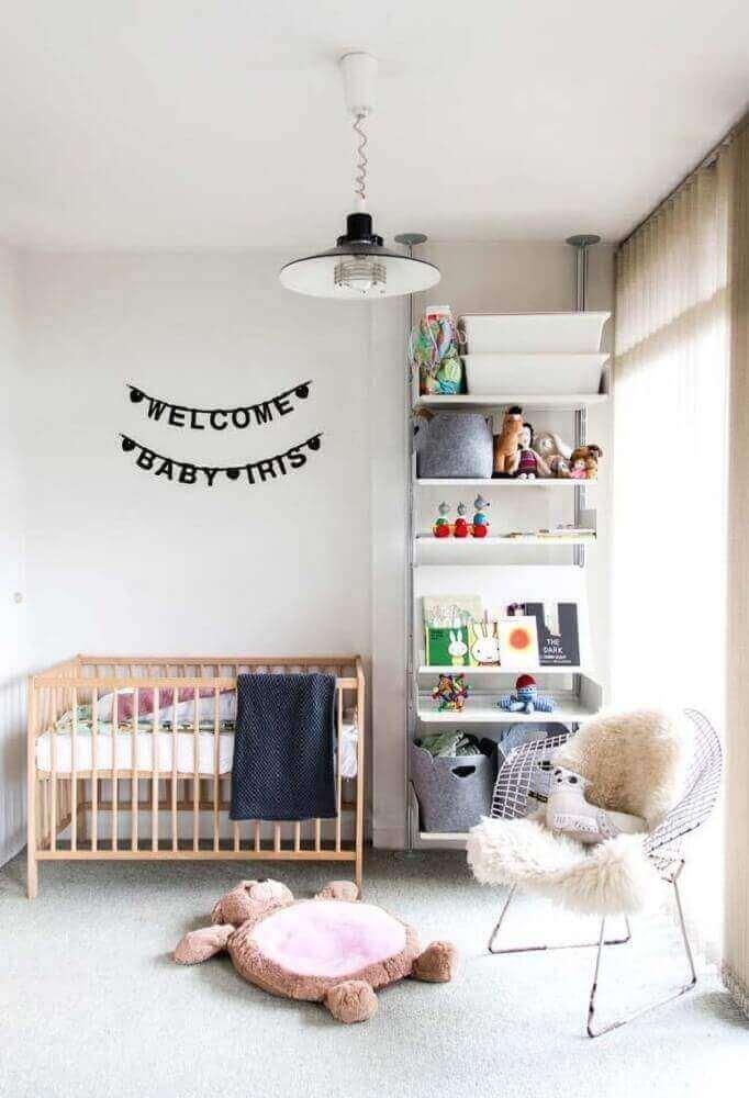 decoração clean para quarto de bebê com cadeira de amamentação moderna Foto Home Decoo