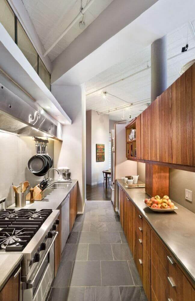 decoração com armário de cozinha com balcão de inox Foto Vanini Archive Photography