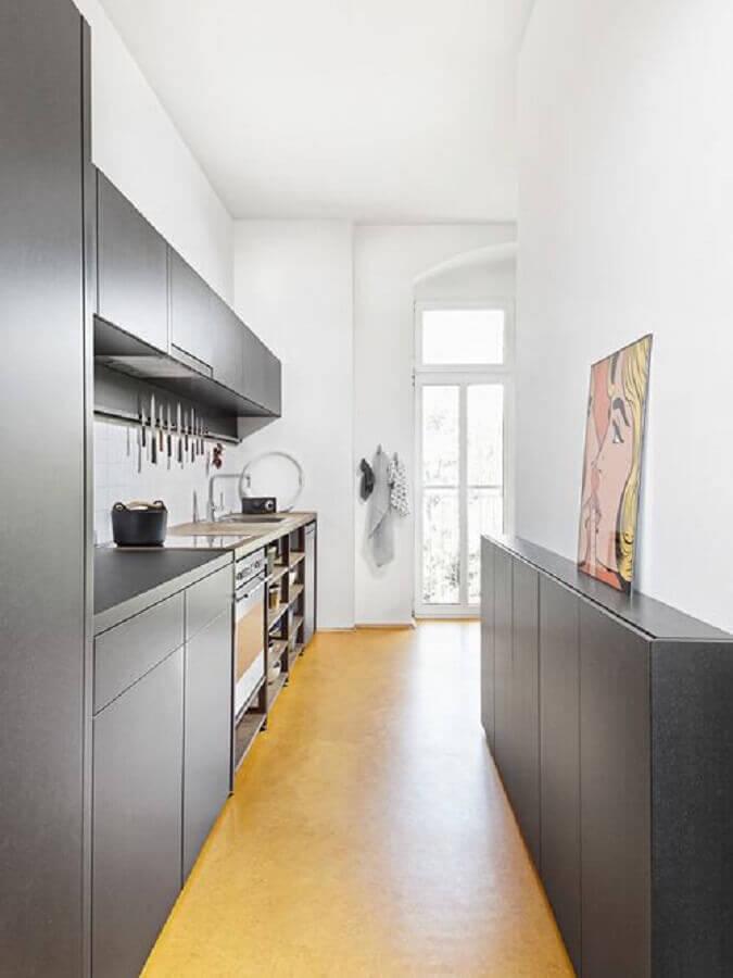 decoração com armário de cozinha com balcão preto Foto Kuche33