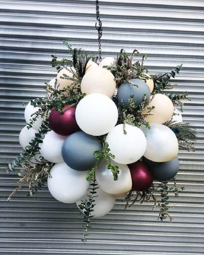 decoração com arranjo de bexigas e folhagens Foto Pavone Design Studios