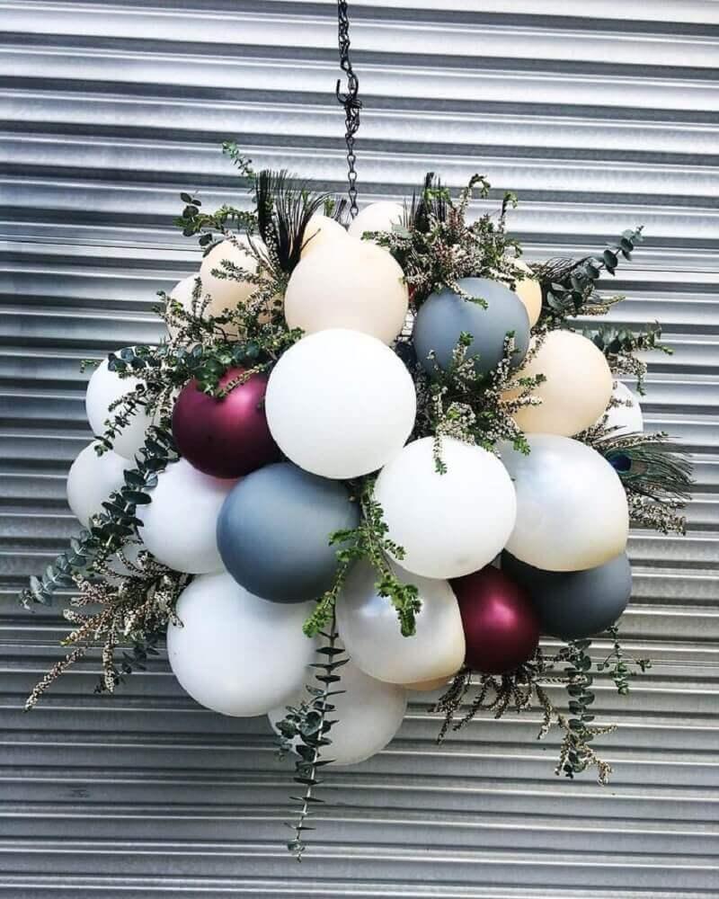 decoration with bladder and foliage arrangement Foto Pavone Design Studios