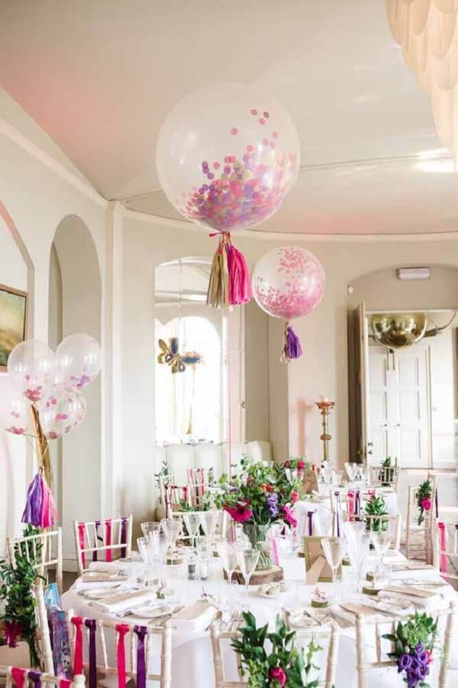 decoration with balloons and flower arrangement for guest table Foto Pinterest