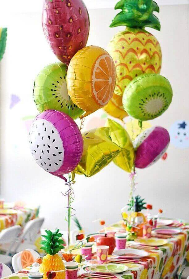 decoration with fruit balloons for tropical party Foto Pinterest