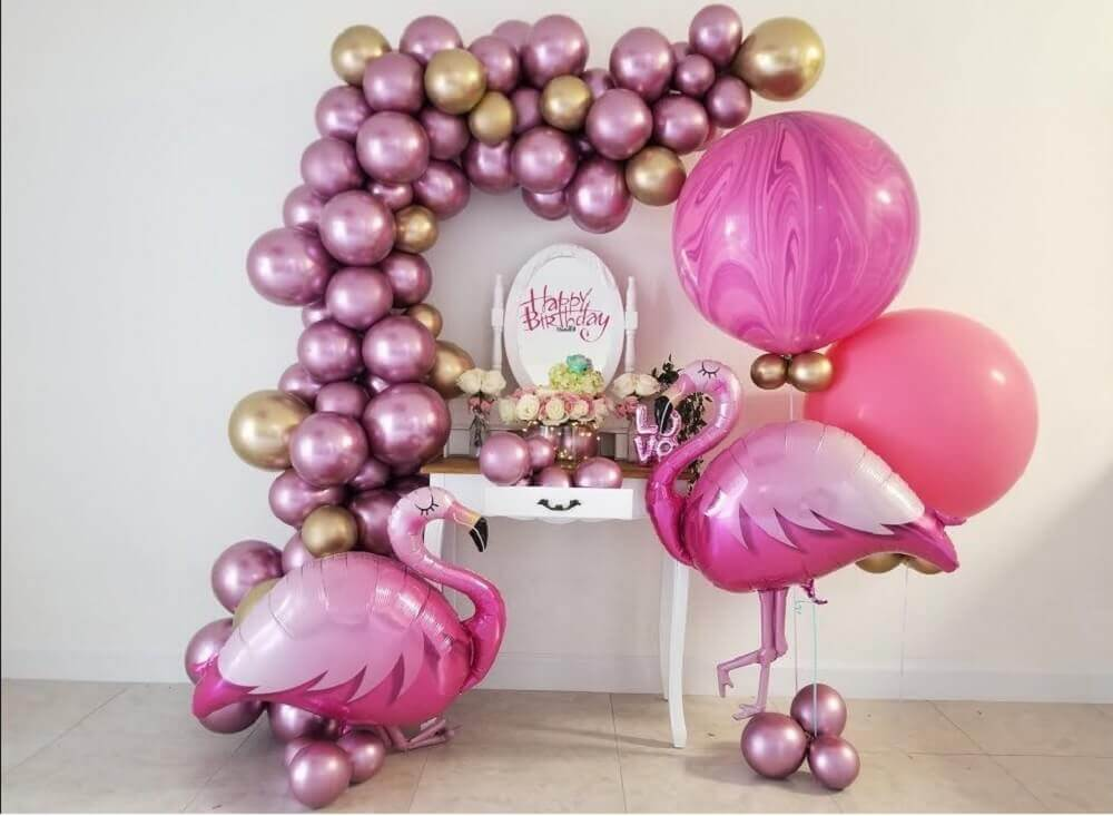 decoration with balloons for birthday party with flamingo theme Photo Pinterest