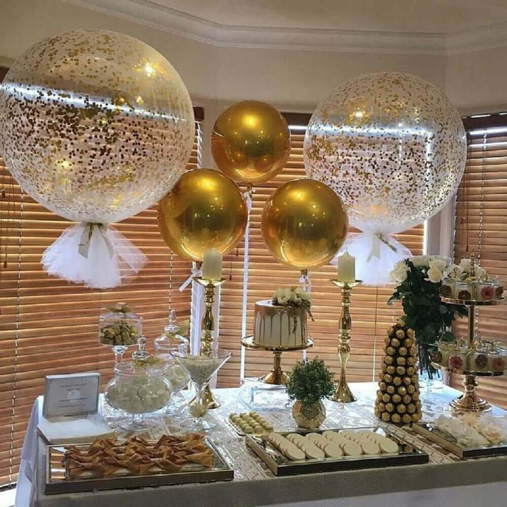decoration with balloons for wedding party in shades of gold Photo Pinterest