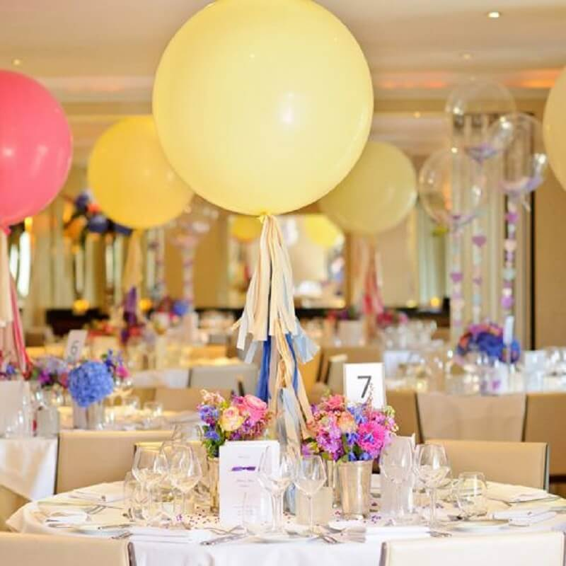 decoration with balloons for guest table Foto Pinterest