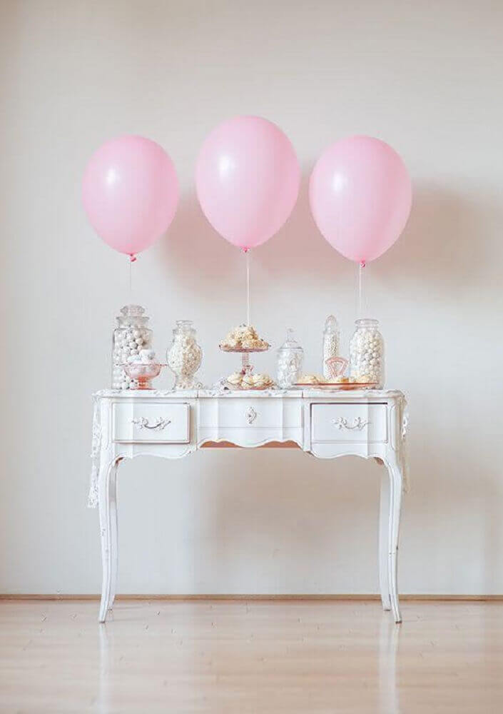 decoration with simple pink balloons Foto Reasons to Come Home