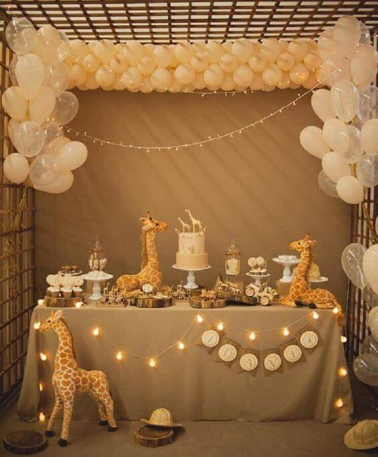 decoration with simple balloons for children's party decorated with many giraffes Foto Baby Shower Ideas