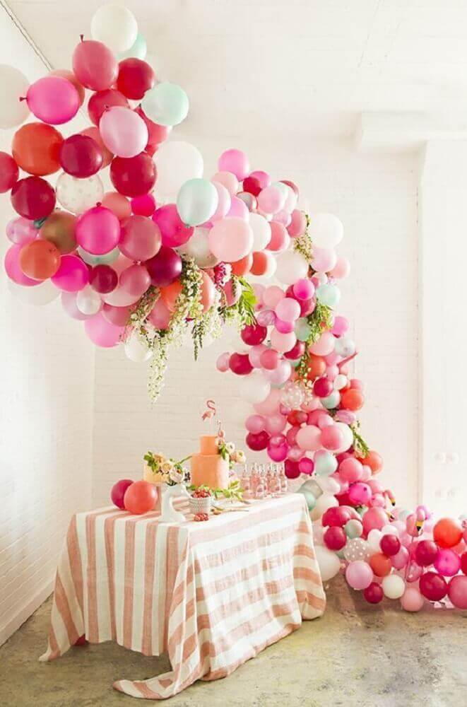 decoration with bladders and flower arrangements for party with flamingo theme Photo Pinterest
