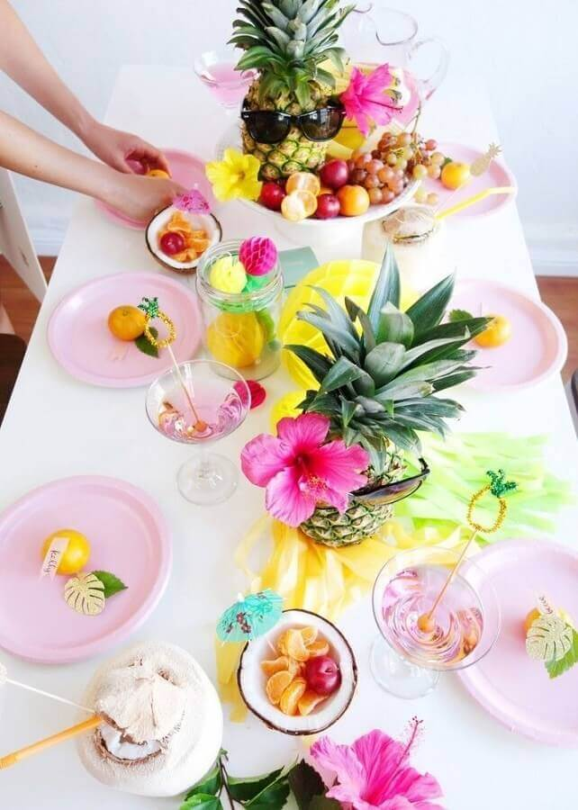 decoration with fruits and flowers for simple tropical party Foto Celebrations Cake Decorating