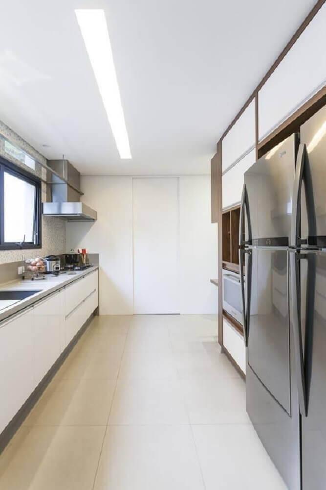 decoração com móveis planejados para cozinha corredor Foto Luciana Latorre