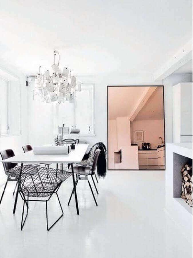 decoração com modelo grande de espelho bronze para sala de jantar minimalista Foto Pinterest