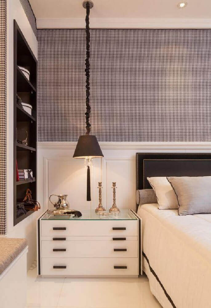 decoração com papel de parede e criado mudo para quarto de casal Foto Pinterest