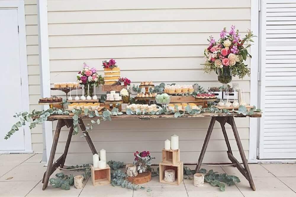 decoração com velas e folhagens para casamento simples em casa Foto Simple Rustic