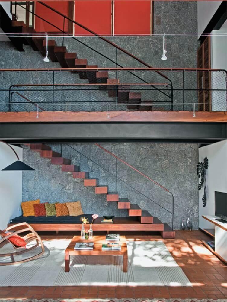 decoração contemporânea com guarda corpo de tela e escada de madeira Foto Pinterest