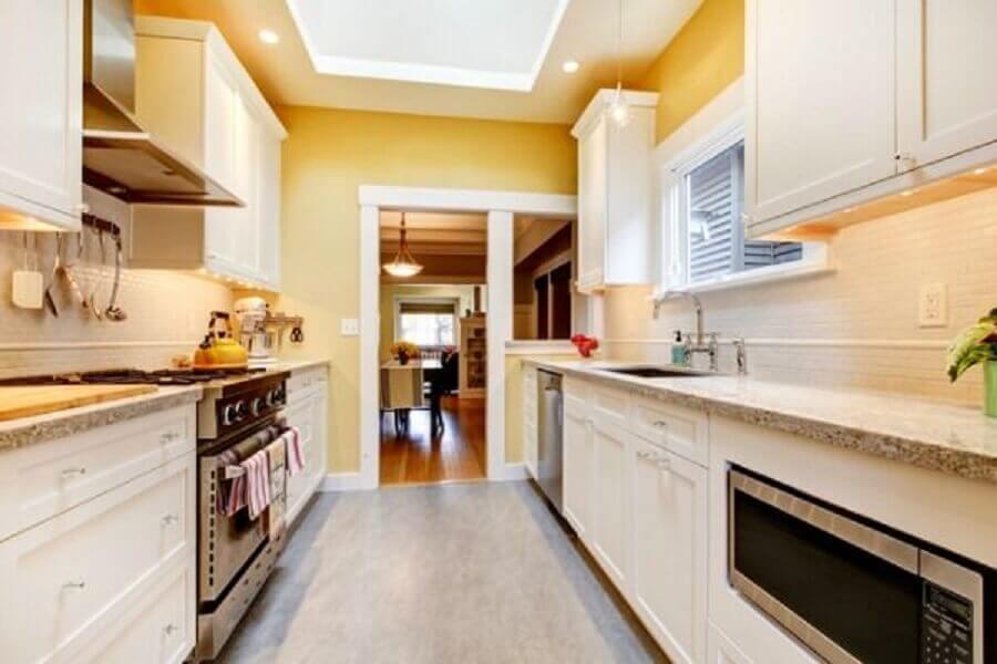 decoração cozinha corredor com balcão de granito Foto Pinterest