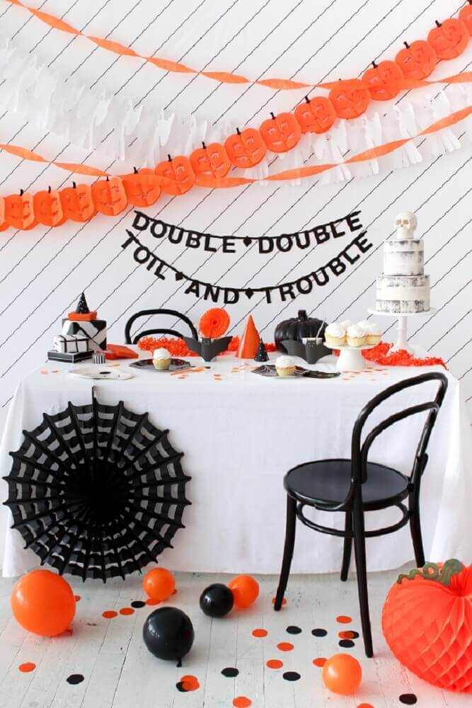 halloween party decoration in black and white and orange Photo Pinterest