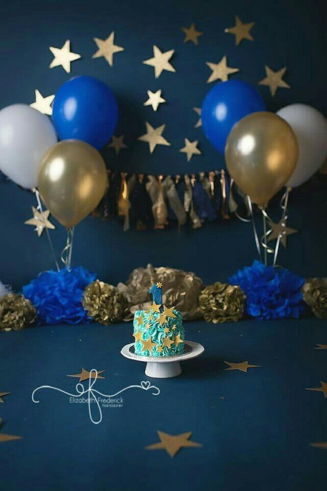 simple children's party decoration with golden and navy blue balloons Foto Pinterest