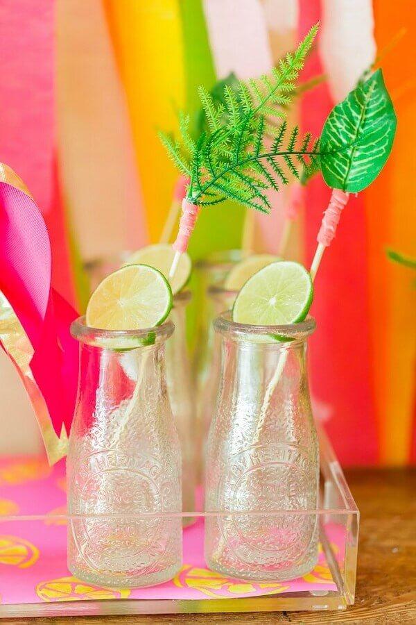 decoração de garrafinhas para festa tropical Foto Half Pint Party Design