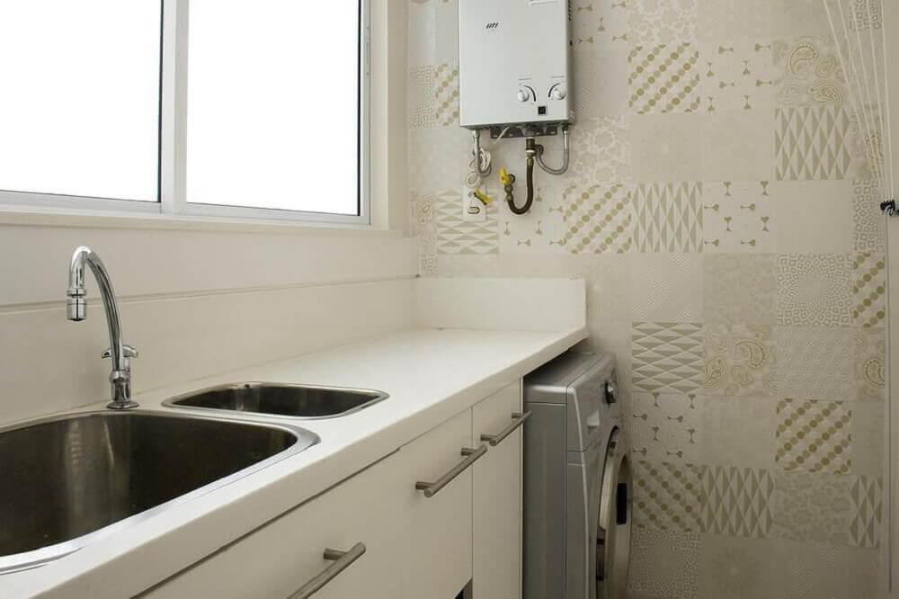 decoração lavanderia pequena com azulejos decorativo Foto Ana Lucia Adriano