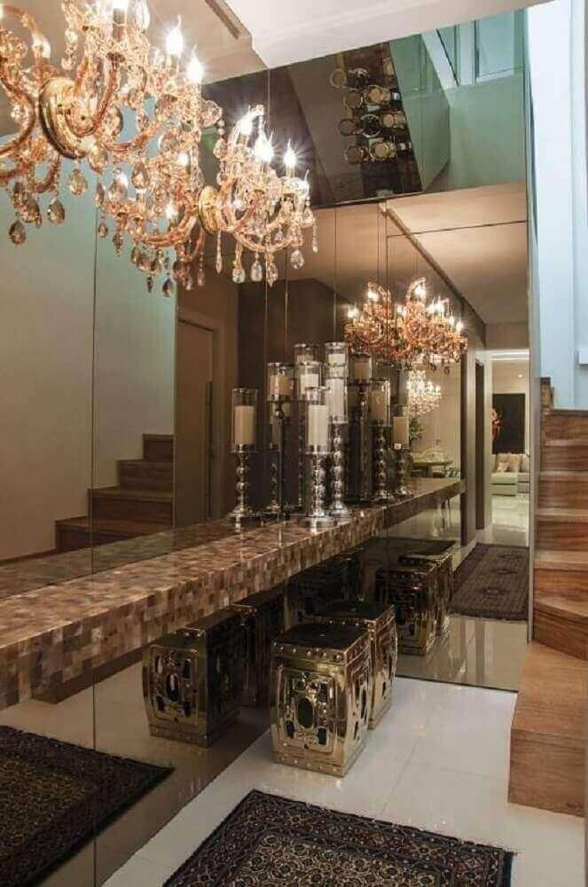decoração luxuosa com parede revestida de espelho bronze Foto Pinterest