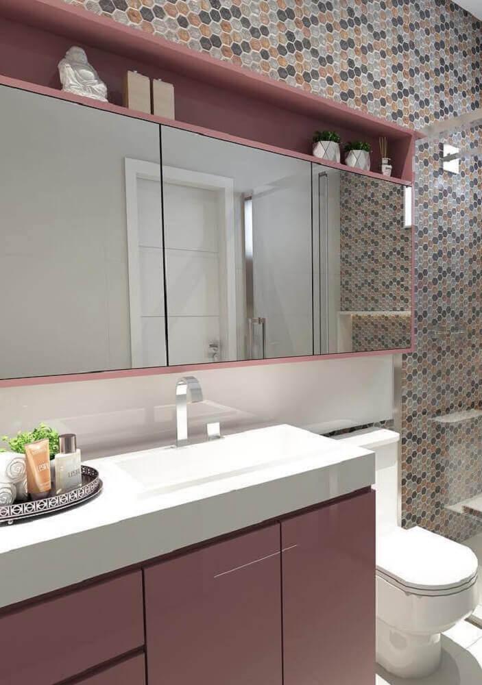 decoração para banheiro com móveis laqueados e pastilhas Foto Pinterest