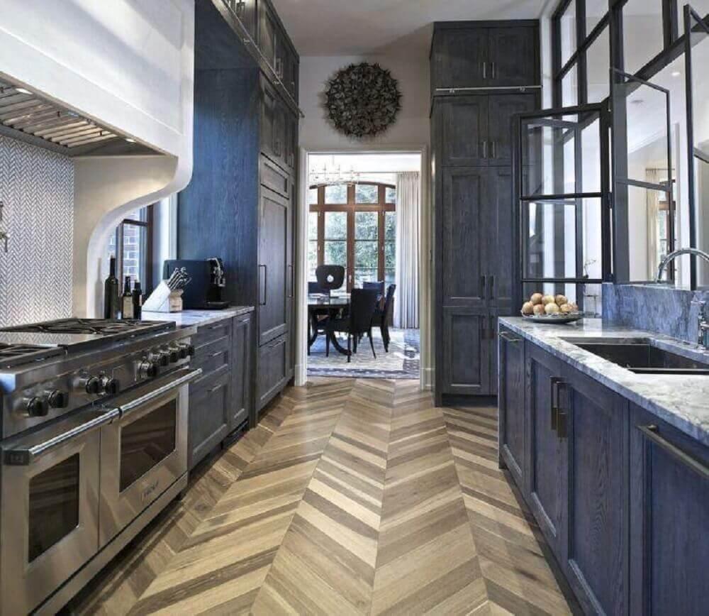 decoração para cozinha corredor planejada Foto Joel Kelly Design